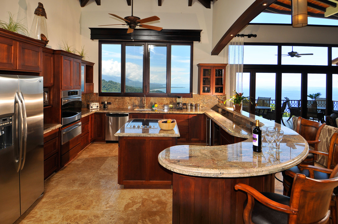 Casa big sur for Home plans with big kitchens