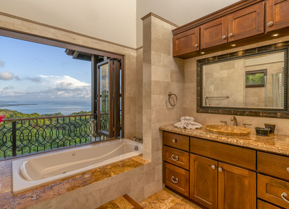 Master Bathroom, Left Wing of the House. Private Views.  - Casa Big Sur (14/50)
