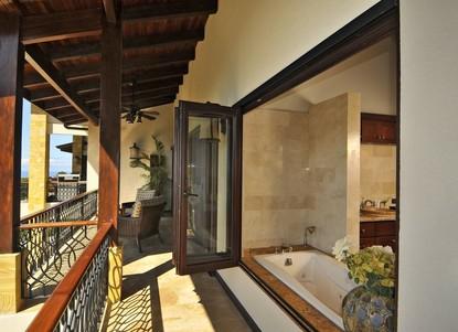 Master Bathroom Tub. Open Windows to Enjoy the Fresh Air and the View.  - Casa Big Sur (15/50)