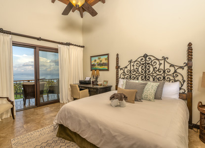 Middle Guest Bedroom near the Living Area - Casa Big Sur (16/50)